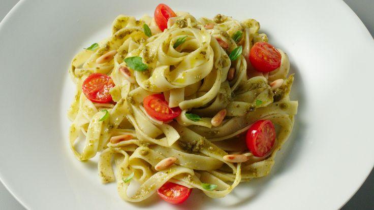 Tagliatelle met pesto en tomaatjes