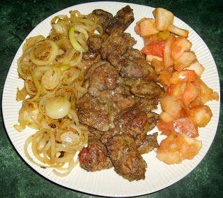 """W Mojej Kuchni Lubię..: wątróbka """"grill"""" z jabłkami i cebulą..."""