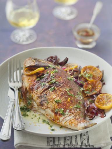 ciboulette, citron, dorade, oignon, huile d'olive, vinaigre de cidre, piment d'espelette