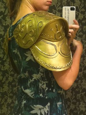 THIS IS WHAT I'VE BEEN LOOKING FOR EXACTLY. Holy crap I love this woman for sharing how to do Zelda armor for cosplay :)