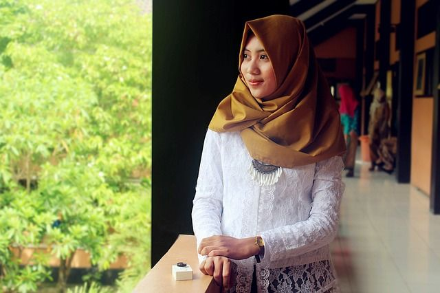 5 Langkah Mudah Mengatasi Bau Tidak Sedap Pada Saat Mengenakan Hijab