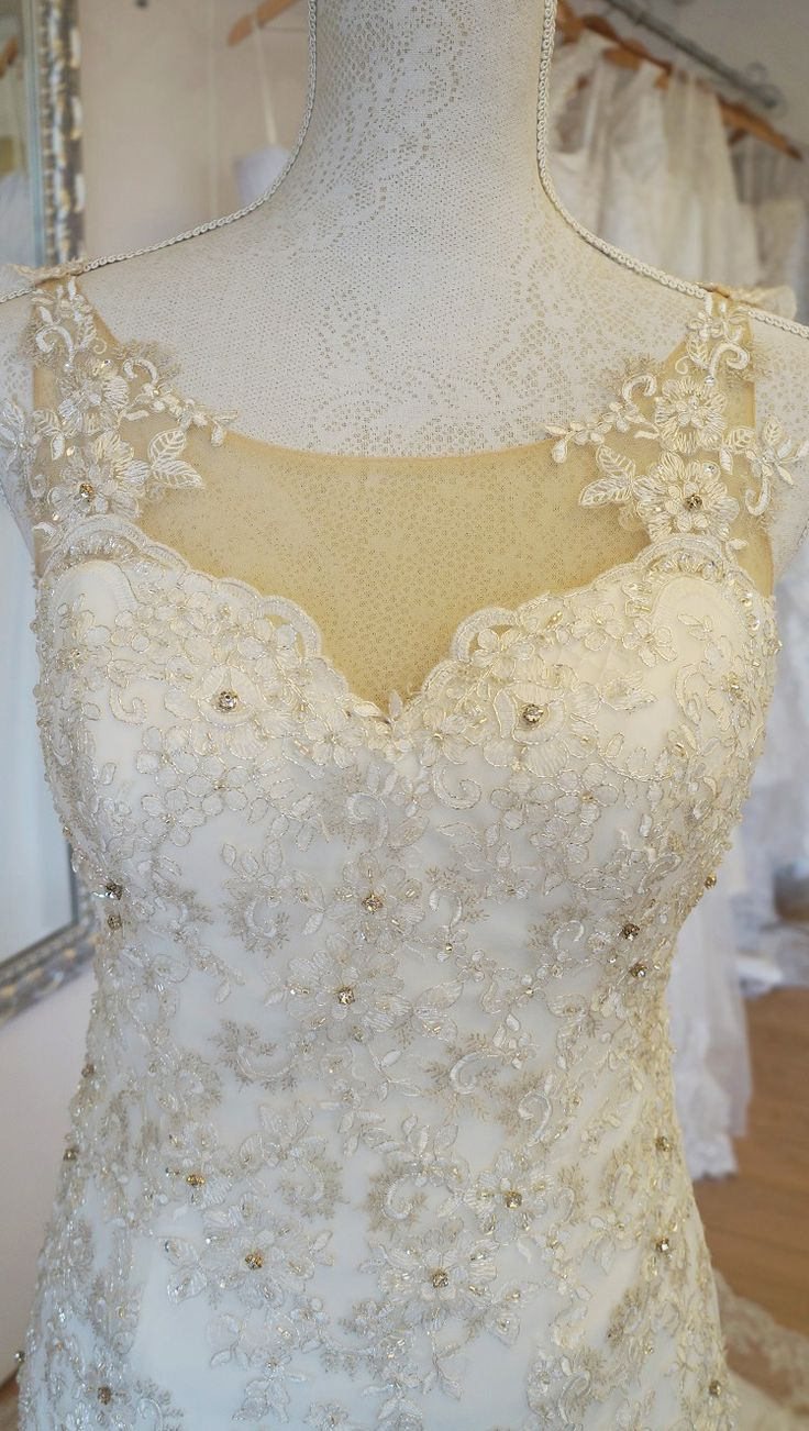 Elegant trumpetwedding dress with exquisite sequin embroidered lace. Urban Bride Cape Town.