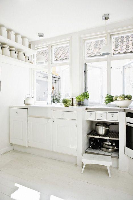 Valkoistakin valkoisempi keittiö / all-white kitchen / kuva/pic: Morten Holtum