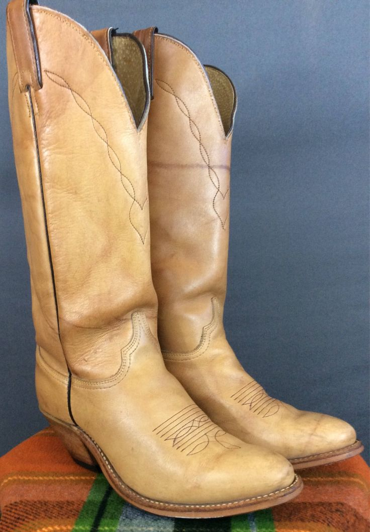 Vintage Cowgirl Boots Vintage Cowboy Boots 7.5M by ILoveLooLooVintage on Etsy https://www.etsy.com/listing/559561165/vintage-cowgirl-boots-vintage-cowboy