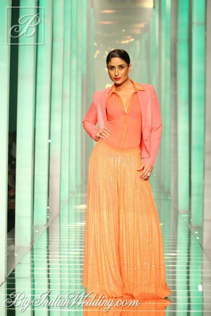 #KareenaKapoor for Namrata Joshipura at #Lakme Fashion Week 2013