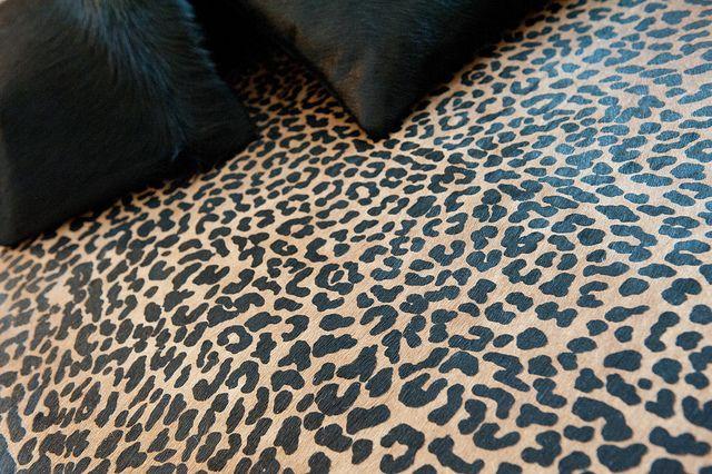 Cuero de vaca con estampado animal print leopardo