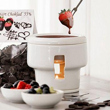 www.presentjakt.se: Fondueset från Sagaform är det perfekta setet för att skapa en gudomlig och enkelt dessert. Frukt och smält choklad ihop är så enkelt men samtidig så gott!