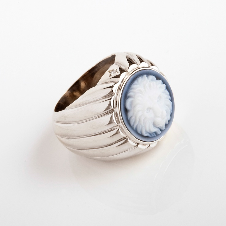 'My Friend Leo'Mixed seal ring, original blue jean cameo, 2 diamonds, white gold by Sandra Berete.