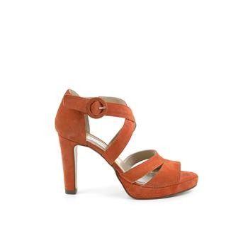 Manfield - oranje sandalen. Deze sandalen met hak van Manfield zijn gemaakt van suède en hebben de kleur(en): oranje.Verder hebben deze pumps een voering van leer. Hakhoogte: 9 cm.  #hogehakken #highheels