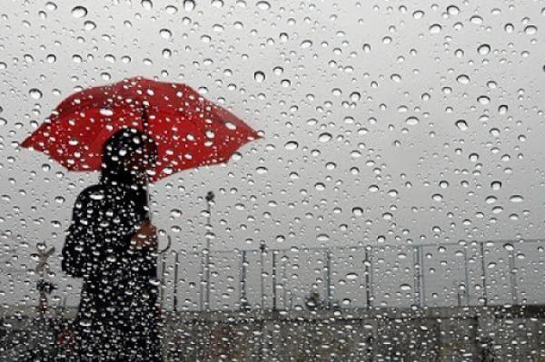 عودة أمطار الخير إلى عدد من مناطق المملكة بدءا من يوم غد Red Umbrella Art Painting