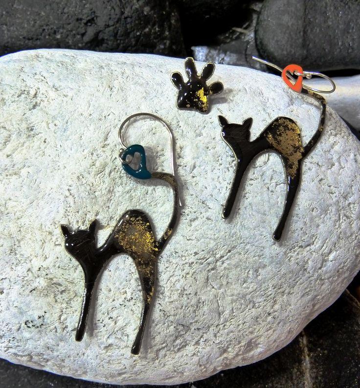 Cat paws. Handmade-Handpainted/oxidised earrings