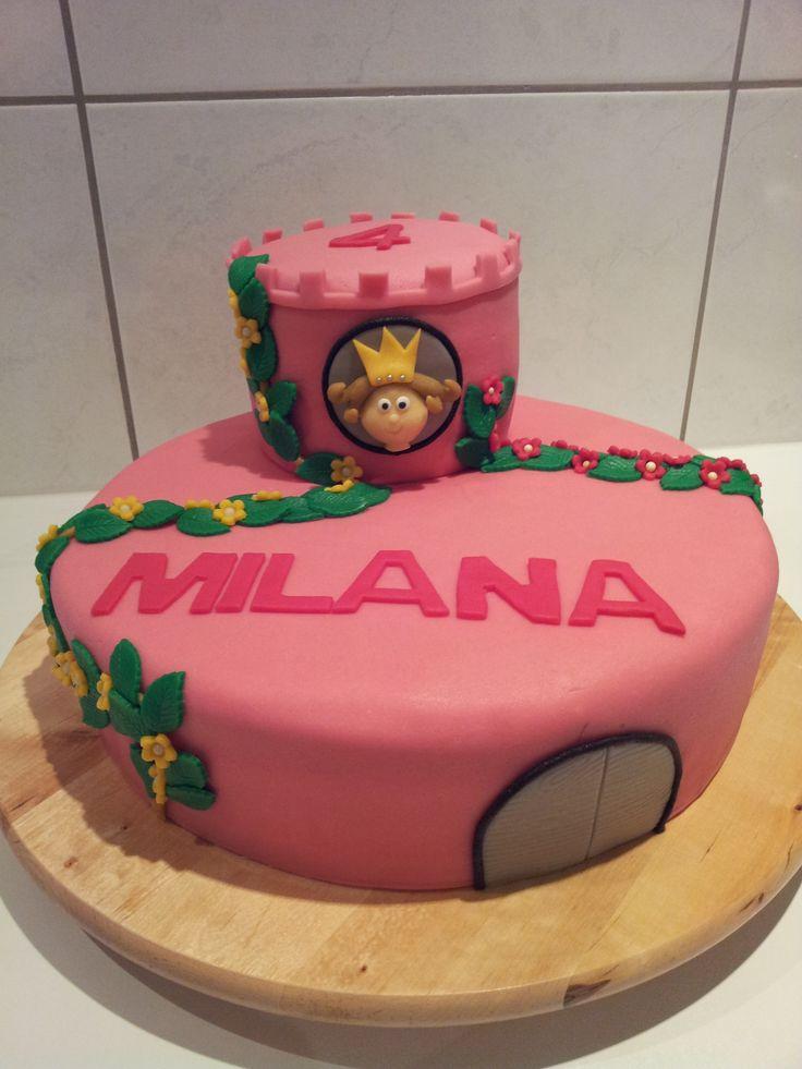 De taart moest roze zijn en er moest een prinses op komen....tja dan maar een roze kasteel met de prinses uit het raam.