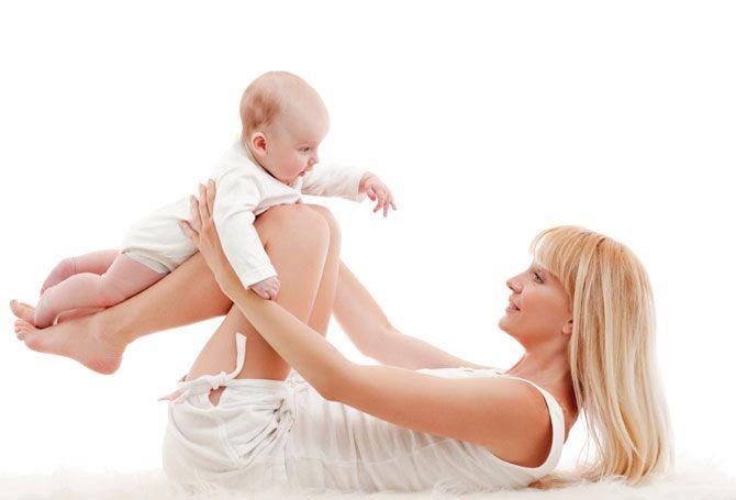 Природа подарила женщинам уникальную возможность испытать радость материнства. Однако после родов женщину ждут не только радости, но и расстройства, связанные с фигурой, главным среди которых является заметный живот. Пока ребенок находится в животе мамы, ее организм старается делать запасы питательных веществ, которые и откладываются преимущественно на животе и боках. Ну а после появления малыша на …