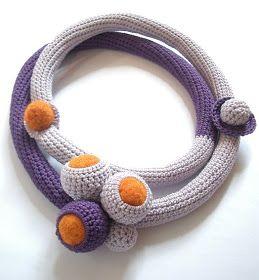Nuove collane e bracciali, collezione estate 2009...  Questa collana mi piace molto, è molto corta, e l'idea di non centrare la decorazione ...