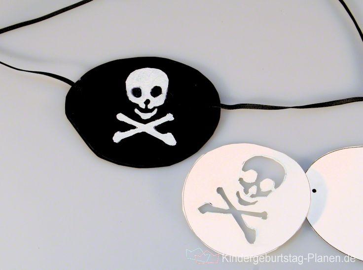 Augenklappen sind das bevorzugte Accessoire von kleinen Piraten - wild und gefährlich sehen die einäugigen Schrecken der Meere damit aus!