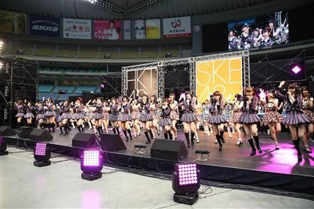 SKE48とHKT48が合同握手会 ▼20Apr2014日刊スポーツ|SKE&HKT混合メンバーで熱唱!ナゴヤDで初合同握手会 http://www.sanspo.com/geino/news/20140420/akb14042005030001-n1.html