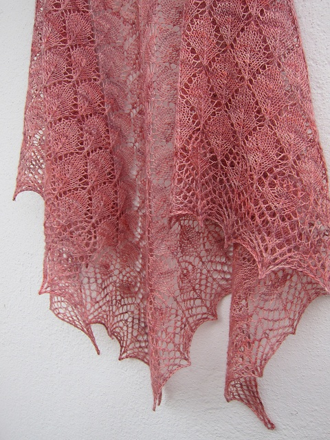 North Roë Shawl by Odile Buatois-Brand - free pattern; thanks!