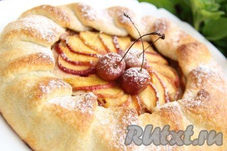 Пирог с яблоками и персиками