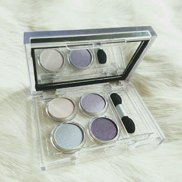 Elizabeth Arden Elizabeth Arden Compact Quad comes in four metallic cool colors of beige,grey,lavender and purple. Elizabeth Arden Makeup Eyeshadow