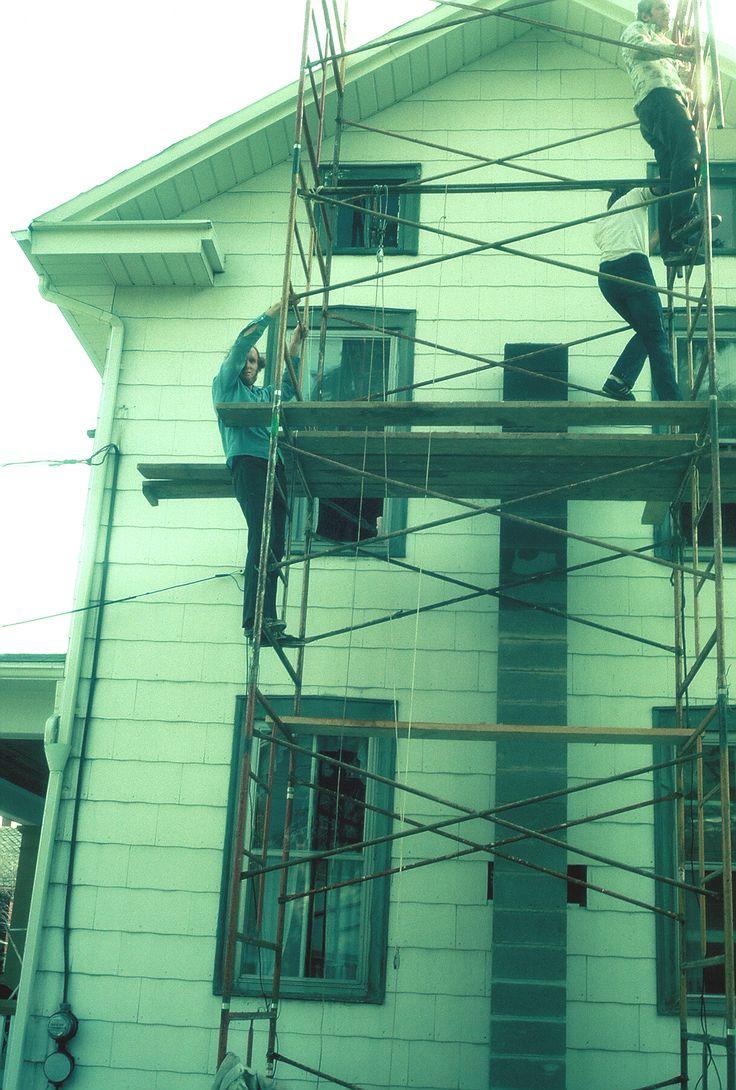 New chimney for Bellefonte House, 1977