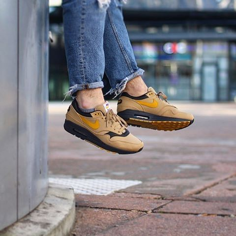 27d57b61c7 Nike Air Max 1 Prm 93 Logo « Gold-Mineral-Yellow » • Size : 40 to 45 ...