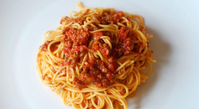 Un bel piatto di maccheroncini di Campofilone al ragù di carne per pranzo?