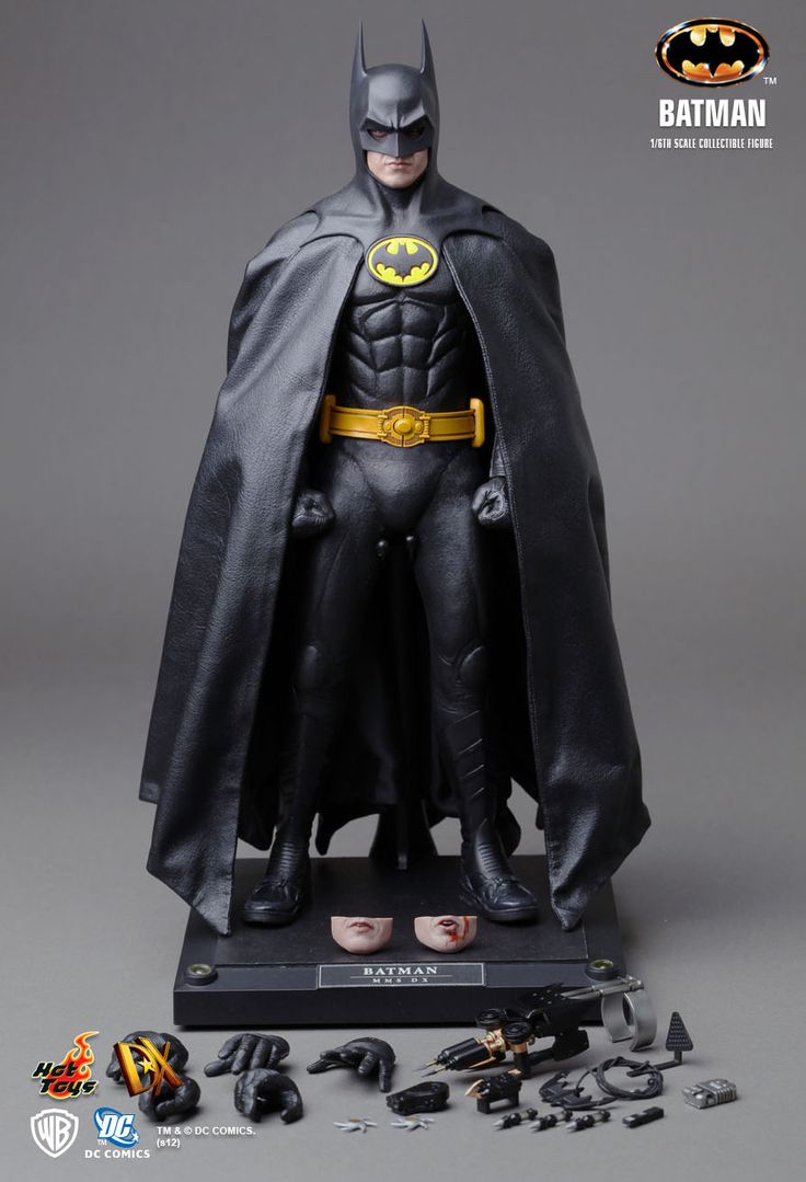 Hot Toys : Batman 1/6th scale Collectible Figure