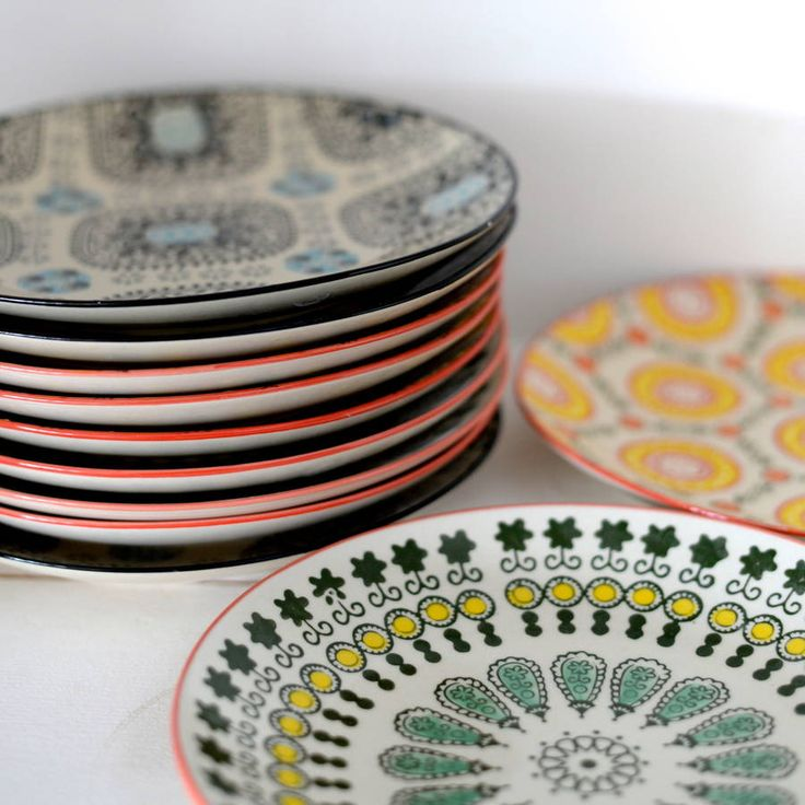 These are really beautiful hand painted stoneware plate They come in an eclectic mix of vibrant colours and prints, which look lovely as a matching set or we think are even better, all mixed up. The plates have a light glaze and come in three colourways, which contrast really well. They are a really well sized as a lunch or breakfast plate and are dishwasher and microwave safe.Glazed stoneware.Height : 3 cm Diameter : 20 cm Weight : 350 g