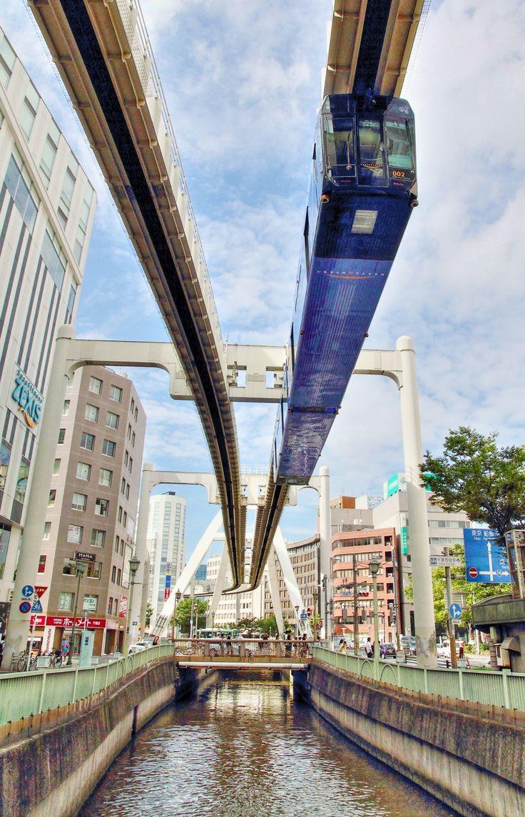 Chiba Urban Monorail  千葉都市モノレール。 コントラスト強すぎで失敗写真だったのをCanon DPPのHDR機能で救出してみた。
