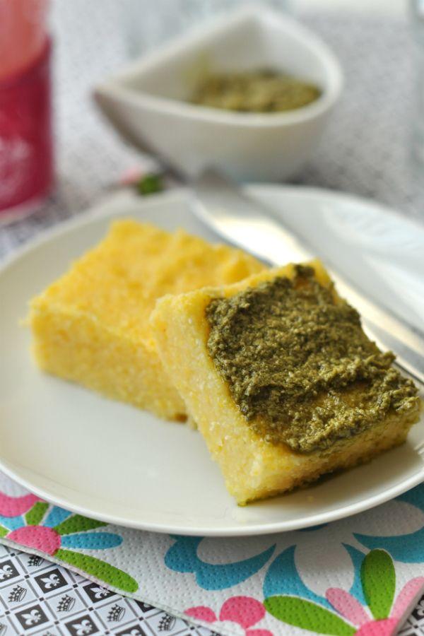 Pestós polentafalatok: gluténmentes recept,nem csak lisztérzékenyeknek