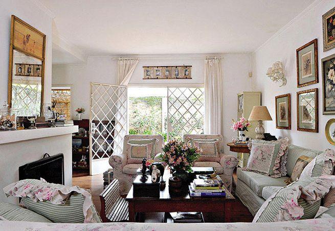 29 best images about living room on pinterest madeira for Sofa estilo romantico