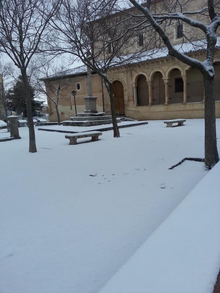 nevada del día 11 de febrero de 2013 en Segovia. Iglesia del Salvador
