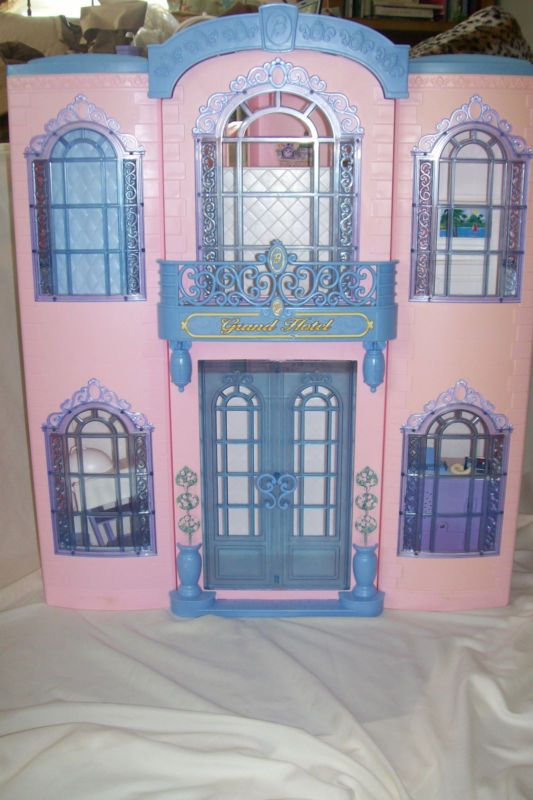 17 best images about barbies 90s on pinterest mansions for Hotel barbie