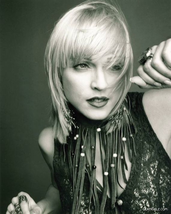 Madonna, I love this hair style.