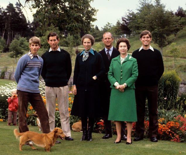 Denn auch als Prinz Edward, Prinz Charles, Prinzessin Anne und Prinz Andrew bereits erwachsen sind, darf der Balmoral-Aufenthalt nicht ausfallen.