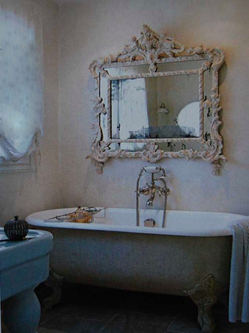 love the mirror above the bath