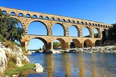 Symbole de la puissance de la civilisation romaine, le Pont du Gard est le plus haut pont-aqueduc du monde romain et est inscrit au Patrimoine Mondial de l'Unesco. #vacances #Provence #tourisme