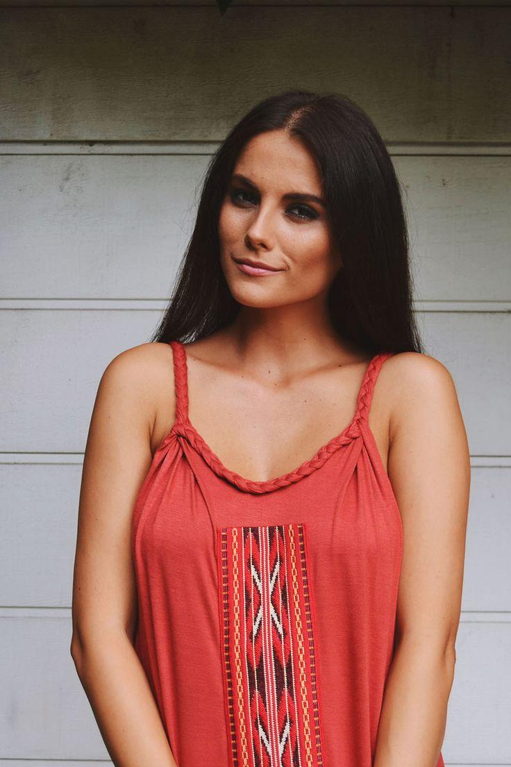 Rochie lunga de vara caramizie cu detaliu traditional | MELOR – Magazin online de fashion