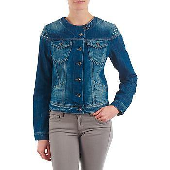 La cazadora vaquera sigue siendo una prenda imprescindible en todos los dressing, así que opta por este modelo de Freeman T.Porter. Confeccionada en algodón (100%) , sabrá convencerte. Gracias a su estilo vintage, con esta prenda lograrás un estilo muy tendencia. #denim #chaqueta #cazadora #spartoo #moda #mujer #zapatos  http://www.spartoo.es/Freeman-T.Porter-MADISSON-DENIM-x242461.php