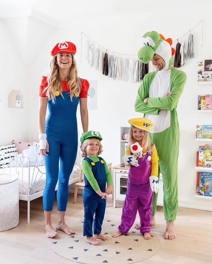 15 Fun Family Halloween Costume Ideas #familycostume #halloween #halloweencostum…