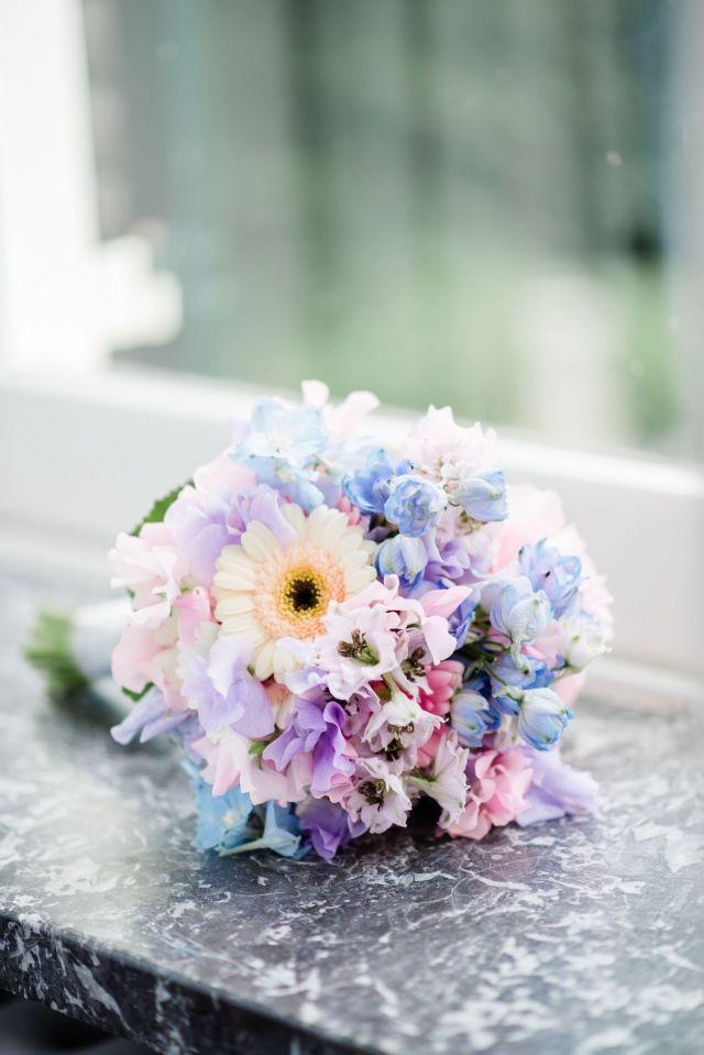 #bruidsboeket #boeket #bloemen #bruiloft #trouwen #huwelijk #trouwdag #huwelijksboeket #trouwboeket #inspiratie #wedding #bouquet #pastel #inspiration | Photography: Rox and San | ThePerfectWedding.nl