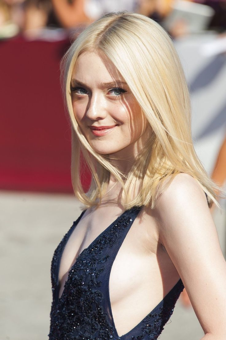 Dakota Fanning HOTTIE w/CLEAVAGE
