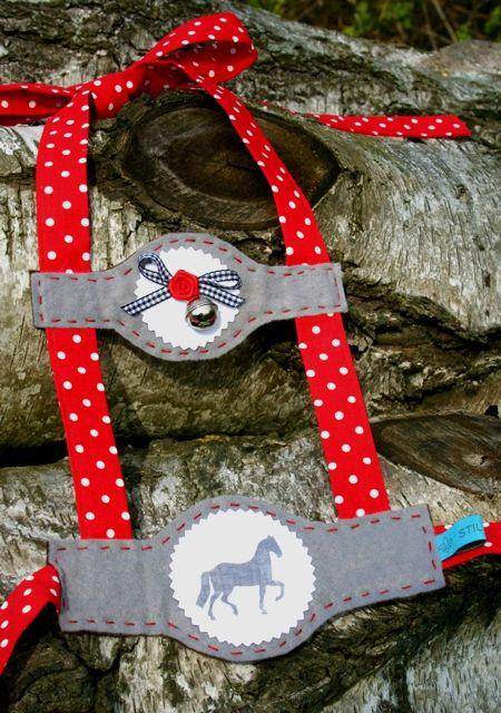 Pferdegeschirr mit Leine als Kinderspielzeug