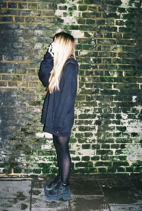 grunge punk indie girl style long hair blonde cute
