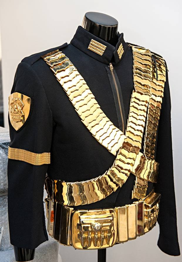 Michael Jackson's wardrobe on show in London Hip Hop Radio | Rap Radio | Rap songs with Baka'z Mann Week #2 https://www.youtube.com/watch?v=S7DXCS0PVHg