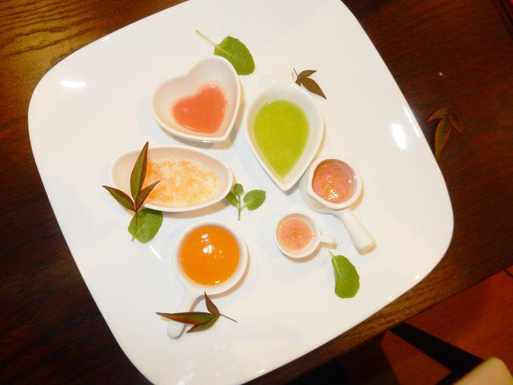 【5・6ヶ月対象】離乳食デビューにピッタリの『彩り離乳プレート』レシピ【幼児食】