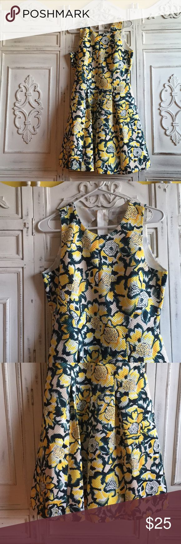 H&M floral dress! Yellow, white and green! 🌼👗 H&M floral work/going out dress. This dress is beautiful in person. It's never been worn. It has a very nice detailed style in the back of the dress. 🌼👗 H&M Dresses