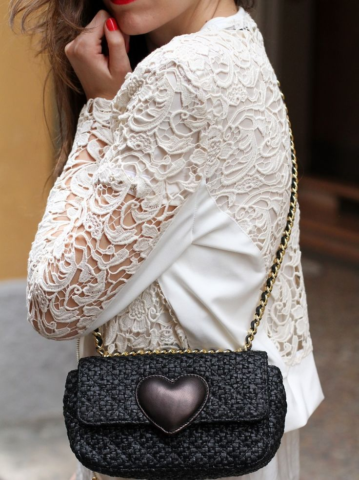 moschino cheap and chic heart rafia small bag   fashion blogger, fashion blog Irene's closet www.ireneccloset.com
