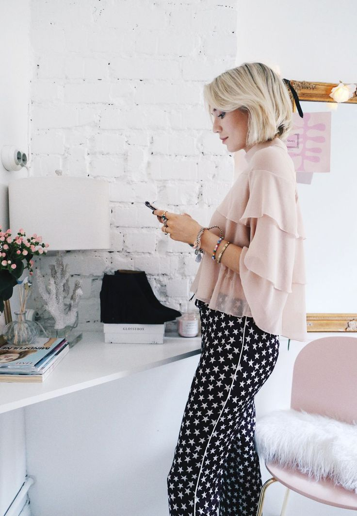 """27 år och bor i Stockholm. Bloggar om mode, skönhet, girl power och livet. Poddar tillsammans med Vanja i den peppiga och populära podcasten """"Josefin och Vanja"""". Hon tror att allt är möjligt och lever efter orden """"Dream big & Work hard""""."""