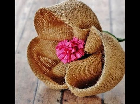 Цветы из мешковины Розы из мешковины Идеи украшения и декора мешковиной…